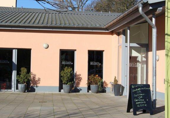 Terrasse vor dem Café und Bistro Delcasy in Syke